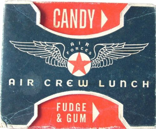 Упаковка воздушного обеда экипажа.
