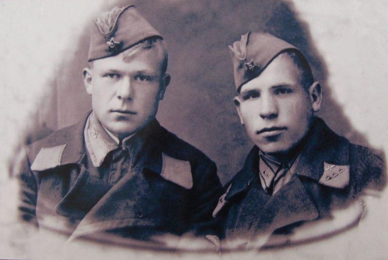 Курсант Сенько (слева). 1941 г.