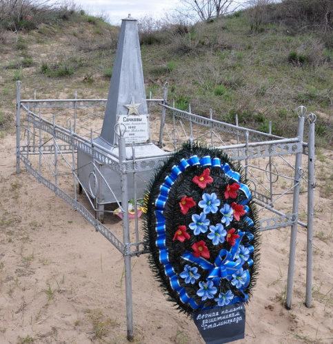 х. Камыши Калачевского р-на. Братская могила мирных жителей и советских воинов, погибших в годы войны.