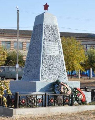 с. Себрово Михайловского р-на. Братская могила участников гражданской войны и советских воинов, погибших во время Сталинградской битвы.