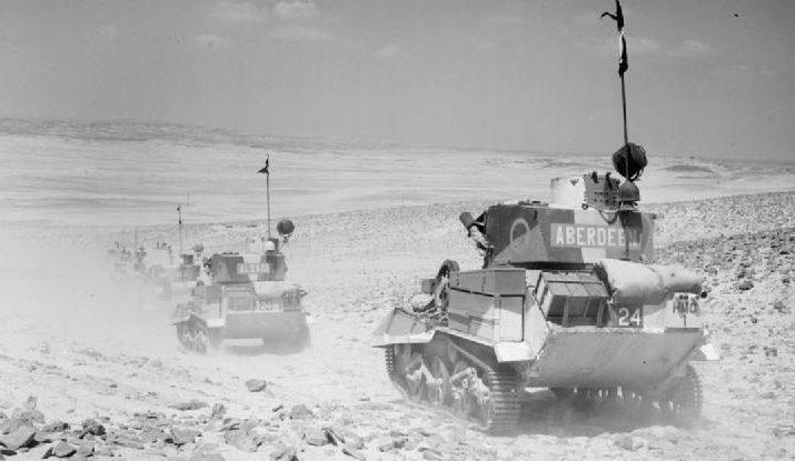 Легкие английские машины 7-й бронетанковой дивизии патрулируют пустыню. 1940 г.