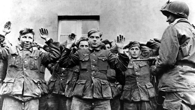 Пленные немецкие подростки. Апрель 1945 г.