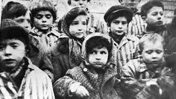 Дети с «фабрики крови» в концлагере Саласпилс. 1943 г.