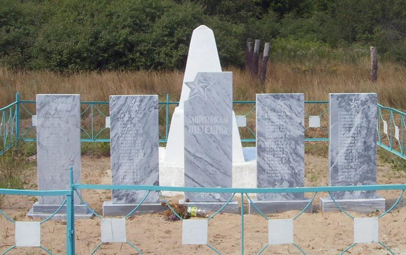 х. Субботин Михайловского р-на. Братская могила советских летчиков, погибших во время Сталинградской битвы.