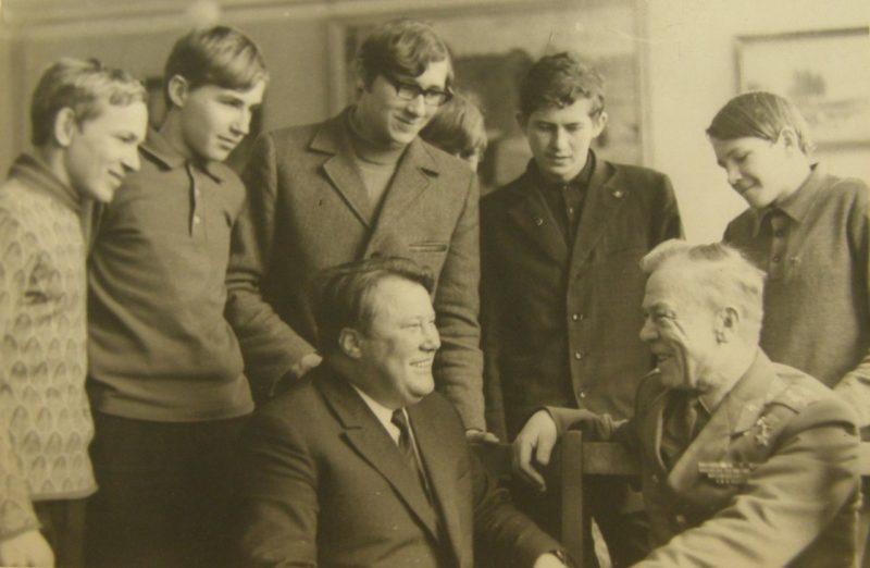 Сенько на встрече со школьниками. 1973 г.