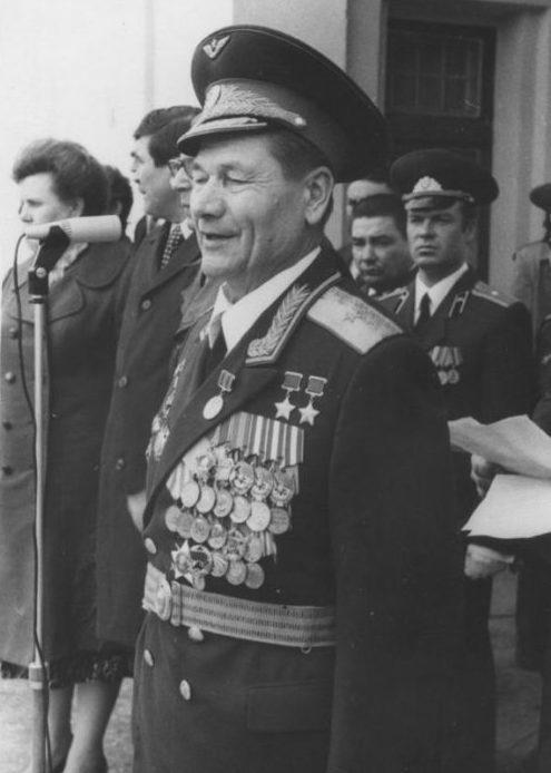 Сивков на встрече ветеранов в г. Славянске-на-Кубани. 1981 г.