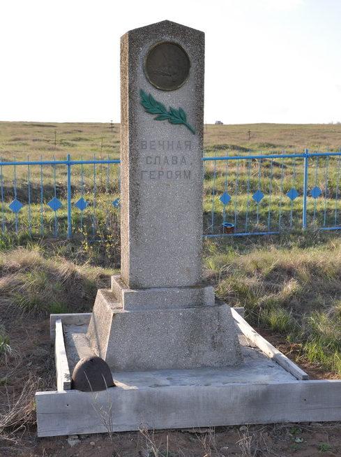 х. Осиновский Калачевского р-на. Братская могила советских воинов, погибших в годы войны.