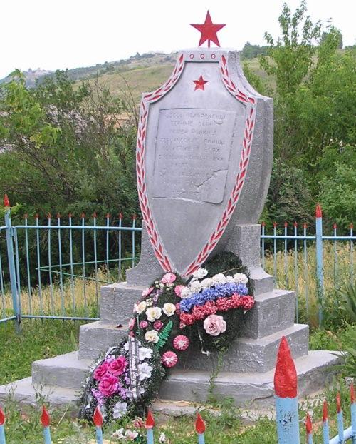 х. Буерак-Поповский Серафимовичского р-на. Братская могила советских воинов.