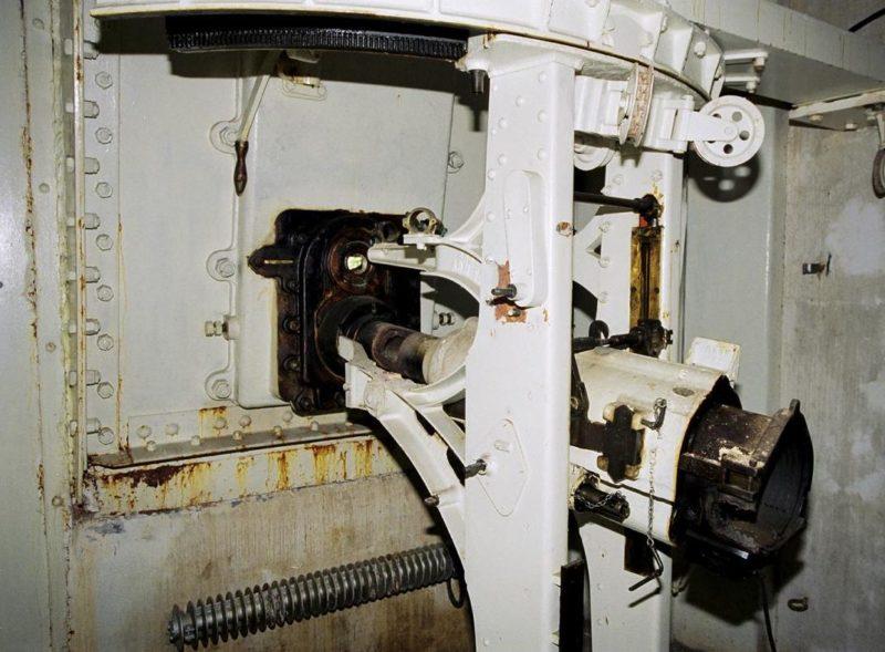 Казематное 75-мм орудие.