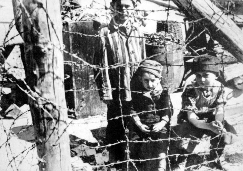 Освобожденные дети из Бухенвальда. Германия. апрель 1945 г.