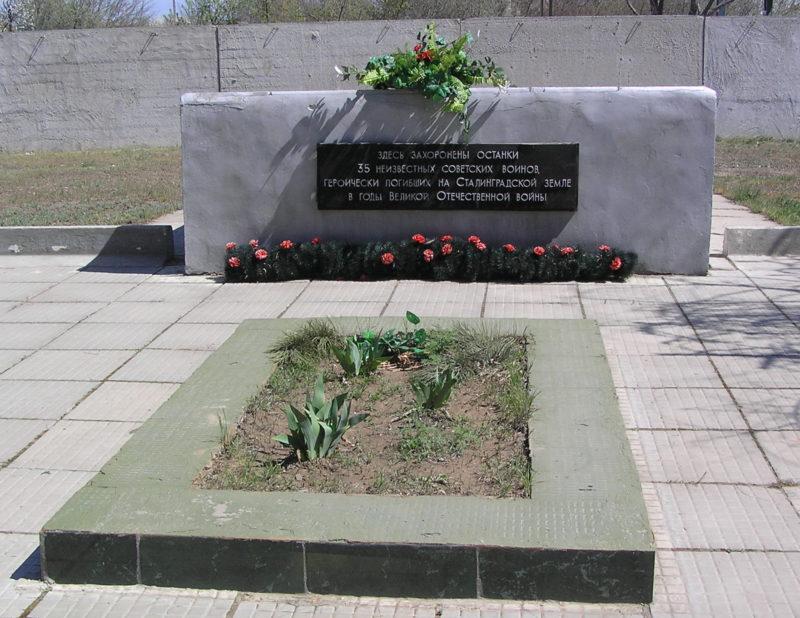 с. Винновка Городищенского р-на. Братская могила советских воинов, погибших в годы войны.
