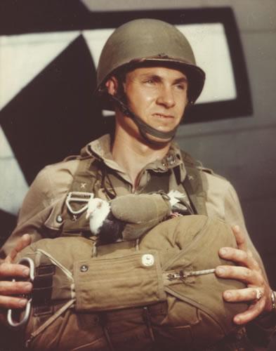 Специальный жилет для голубя-десантника.