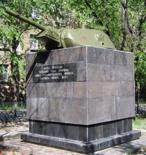 г. Волгоград. Памятный знак - «Линия обороны Сталинграда». Вся серия памятников состоит из 17 башен танков Т-34. Знаки были установлены в 1948-1954 годах в четырех районах города.