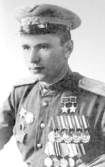 Дважды Герой Советского Союза майор Скоморохов. 1945 г.