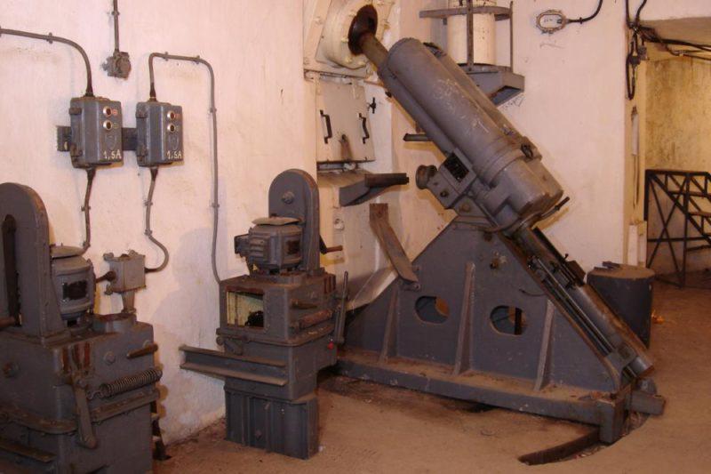 81-мм казематный миномет.