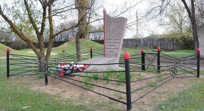 п. Прудбой Калачевского р-на. Братская могила советских воинов.