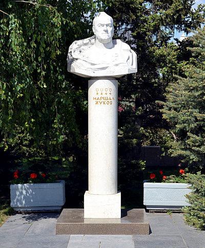 г. Волгоград. Бюст маршала Жукова у музея-панорамы «Сталинградская битва».