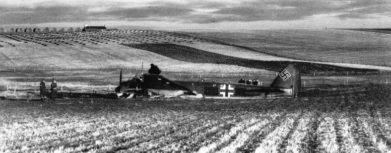 Юнкерс на вынужденной посадке у Сандвика. 1940 г.