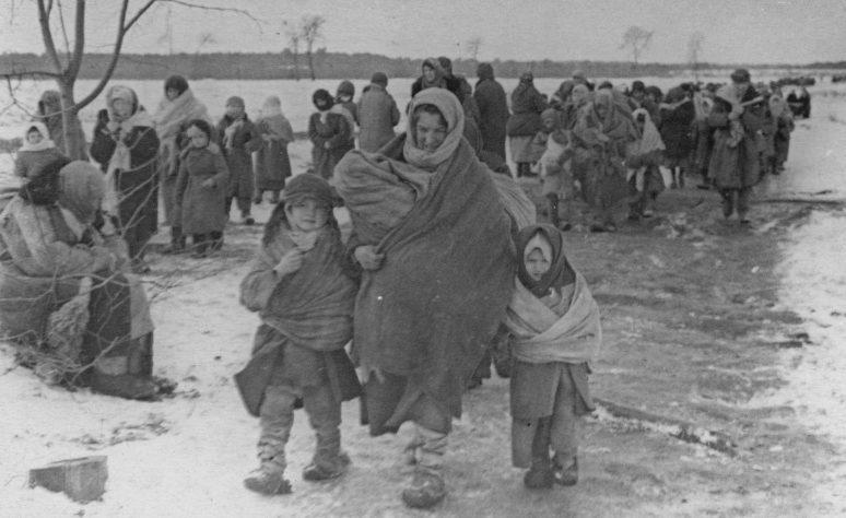 Дети, освобожденные из концлагеря в местечке Озаричи. Белоруссия, март 1944 г.