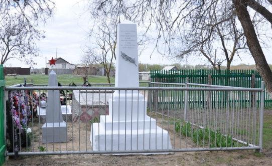 х. Рюмино-Красноярский Калачевского р-на. Братская могила советских воинов.