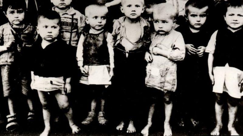 Дети-заключенные концлагеря в Градишке. Хорватия, 1942 г.