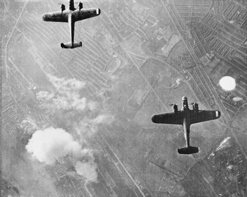 Бомбардировщики Dornier Do-17Z над Вест Хэмом. Лондон, 1940 г.