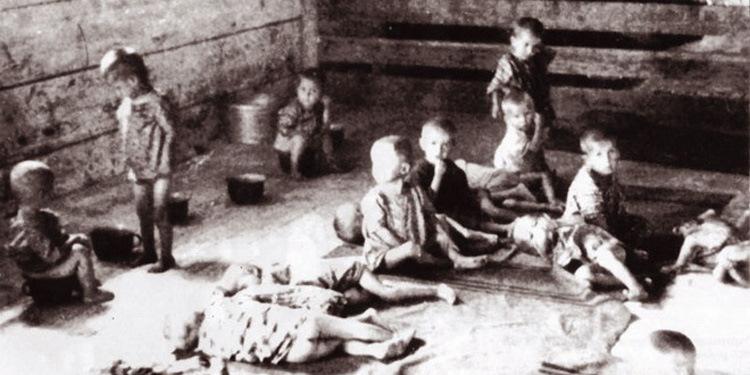 Дети в больнице концлагеря в Градишке. Хорватия, 1942 г.