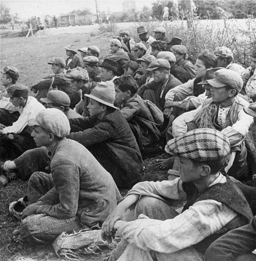 Заключенные в концлагере Стара Градишка. Хорватия, 1942 г.