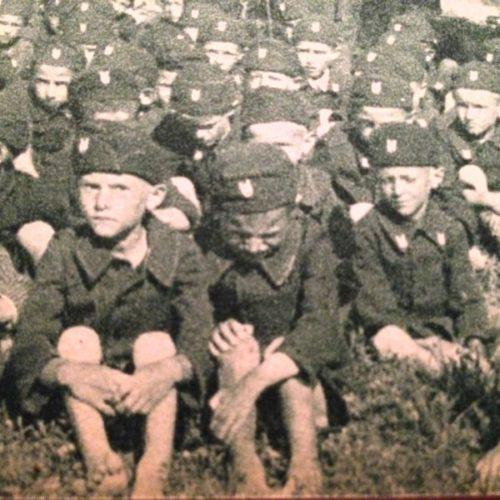 Дети в форме усташей в концлагере Ястребарско. Хорватия, 1942 г.