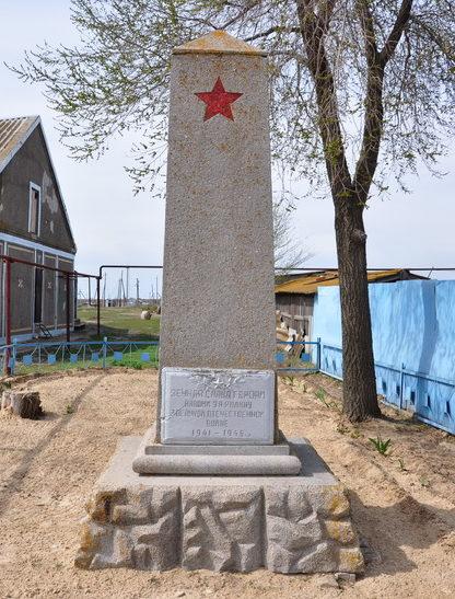 п. Тихоновка Калачевского р-на. Братская могила советских воинов.