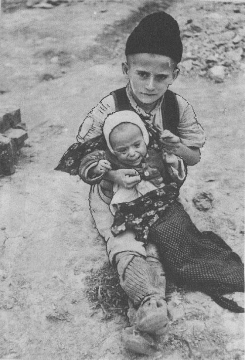 Сербские дети, чьи родители были убиты усташами. 1941 г.