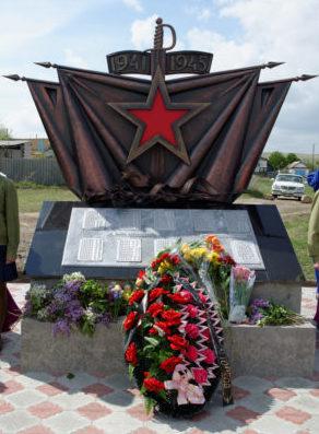 с. Белогорки Камышинского р-на. Памятник землякам, павшим в годы войны.
