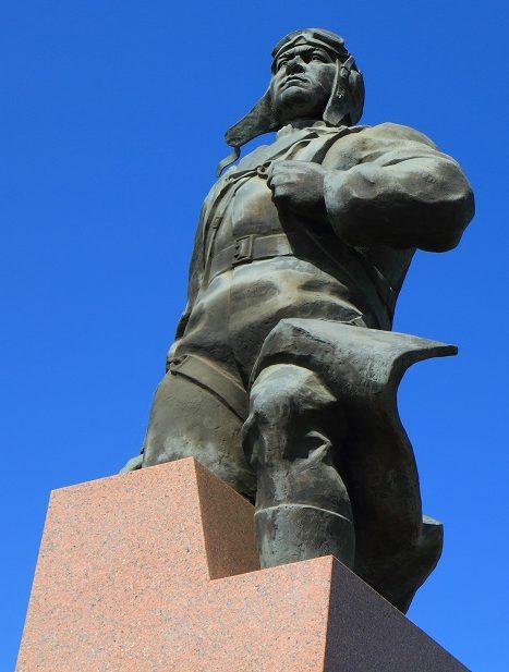 г. Камышин. Памятник Герою Советского Союза, летчику А. П. Маресьеву, уроженцу города был открыт в 2006 году.