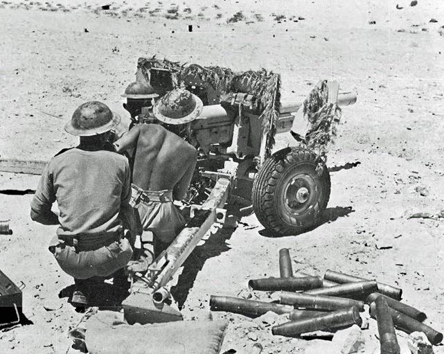 Австралийские артиллеристы на боевой позиции. 1942 г.