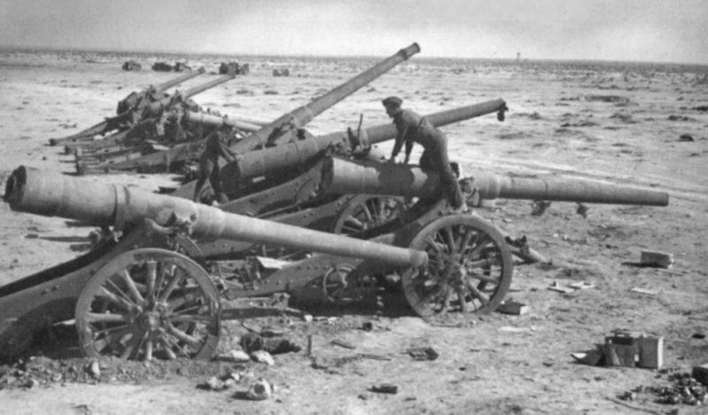 Захваченная итальянская батарея. 1942 г.
