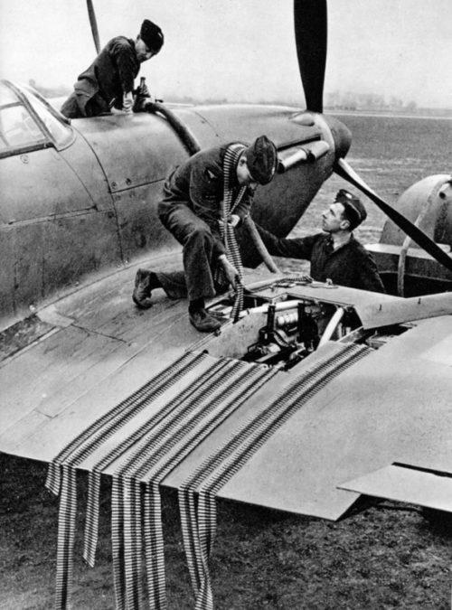 Вооружение и заправка британского истребителя «Харрикейн» Mk.I. 1940 г.