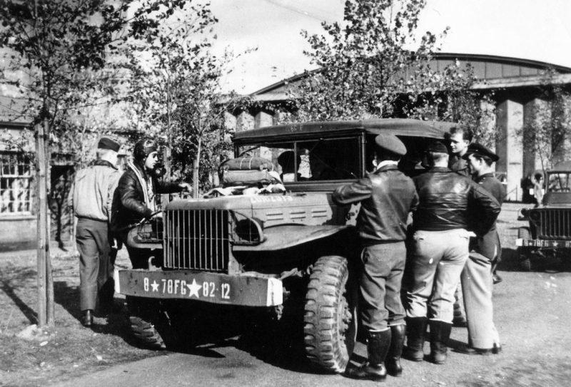 Пилоты 82-й истребительной эскадрильи 78-й истребительной группы на авиабазе в Даксфорде. 1940 г.