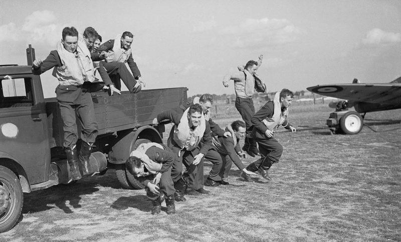 Пилоты 19-й эскадрильи RAF. Кембриджшир. Сентябрь 1940 г.