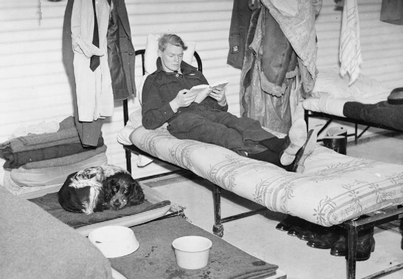 Летчик- истребитель Франк Бринсден на аэродроме Даксфорд. Сентябрь 1940 г.