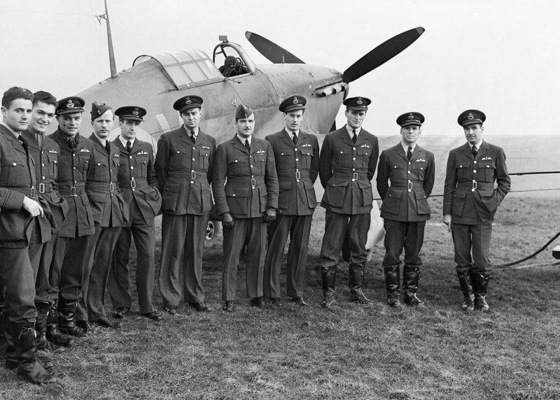 Канадские пилоты 1-й эскадрильи RCAF в Прествике. Шотландия, октябрь 1940 года.