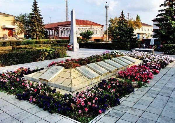п. Даниловка. Памятник советским воинам.