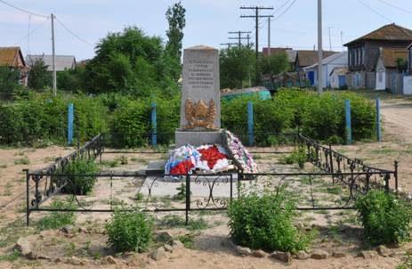 с. Горноводяное Дубовского р-на. Братская могила советских воинов, погибших в годы войны.