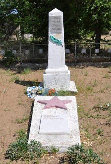 с. Горный Балыклей Дубовского р-на. Братская могила советских воинов, погибших в годы войны.