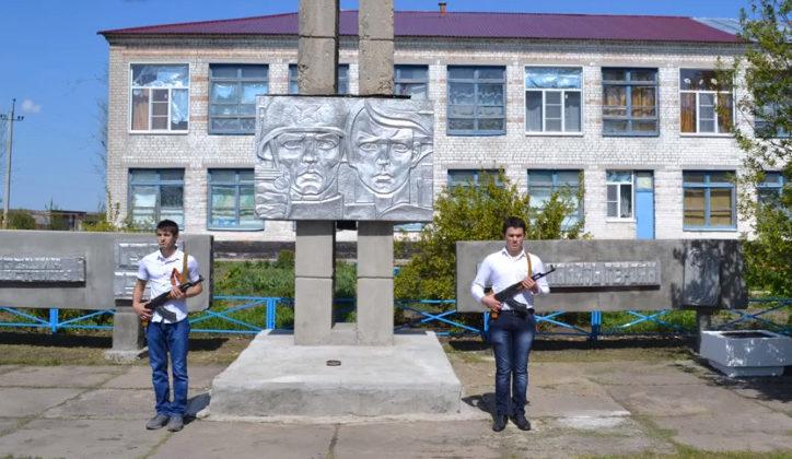 х. Ежовка Киквидзенского р-на. Мемориал советским воинам.