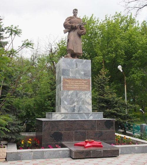 Памятник павшим воинам.