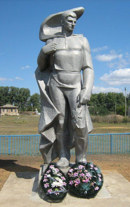 х. Верхнереченский Клетского р-на. Памятник, установленный на братской могиле советских воинов.