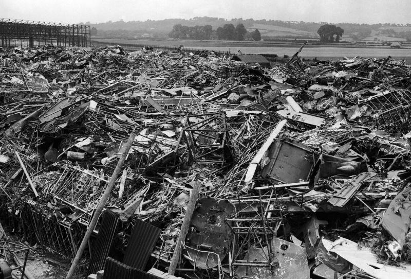 Кладбище разбитых немецких самолетов в Лондоне. 1940 г.