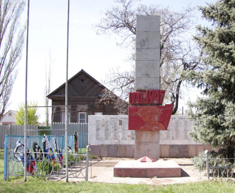 с. Пичуга Дубовского р-на. Братская могила советских воинов, погибших в годы войны.