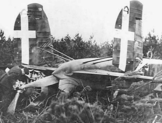 Разбитый итальянский бомбардировщик Fiat BR.20M. Октябрь 1940 г.