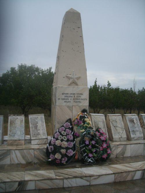 ст-ца. Кременская Клетского р-на. Братская могила советских воинов.